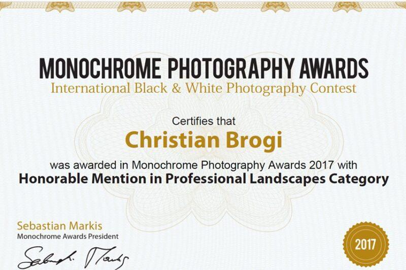 winner monocrome International Photo Award 2017