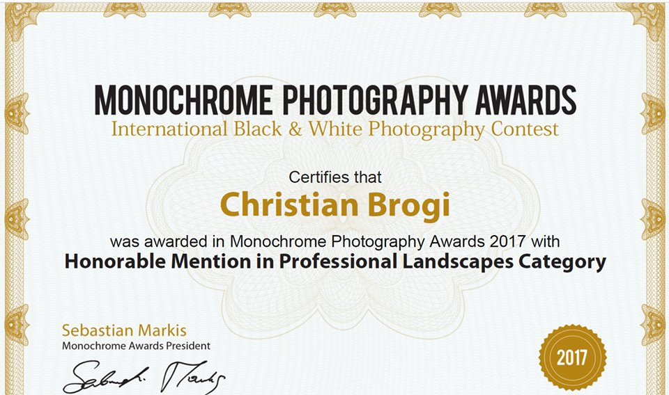 winner monocrome International Photo Award 2017